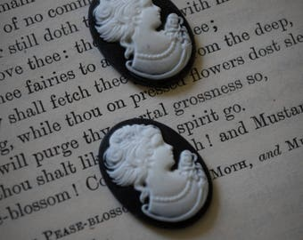 Black & White Cameo Cabochons (2 pc)(26mm)