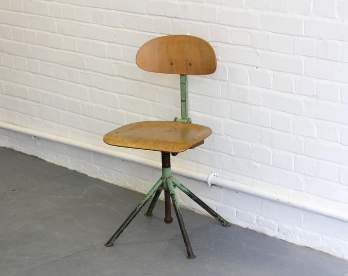 Mid Century Atomic Style Industrial Machinists Chair Circa 1950s