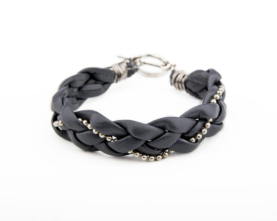 Plaited bracelet from recycled artificial leather with metal chain in Western country style