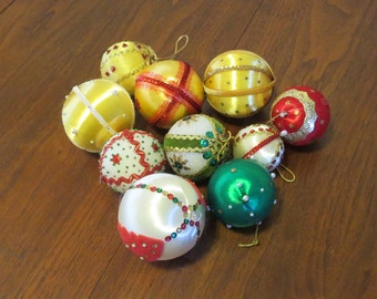 """10 vintage 1960s Christmas tree ornaments decorations styrofoam satin beaded sequins red white green gold 2"""" to 3"""" diameter (102817)"""