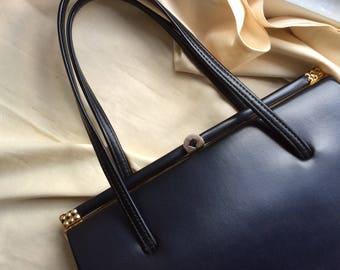 Vintage black leatherette 1960s bag with fabric lining. 60s frame handbag.