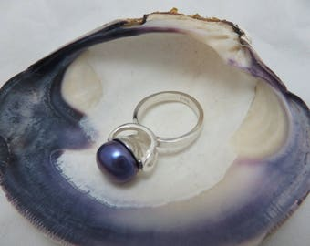 Sterling silver with large mauve Cultured Pearl ring