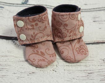 baby girl booties - non slip baby shoes - baby boots - stay on booties - 3-6 month fleece baby booties - flower slippers - baby shower gift