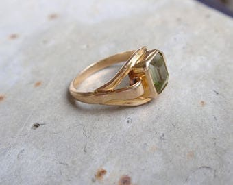 Art Deco Peridot Signet 10k Ring yellow gold pale green August birthstone square ladies mans pinky