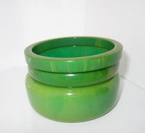 Bakelite tested HONEYDEW green & blue marbled Bangle Bracelet lot ~100+ gms of MESMERIZING vintage costume jewelry lot