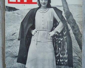 1943 Life Magazine, Vintage Fashion, Fur Coat, Black and White, 1943, Fashion magazine, Vintage fashion decor, Vintage ads, Old Magazines