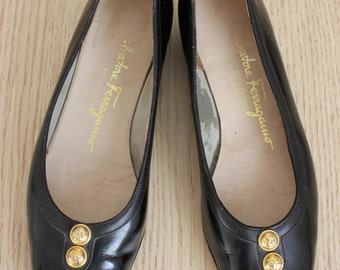 Vintage Ferragamo Heels 5B / Ferragamo  Heels / Black Leather Pumps / Bow Heels / Designer Heels / Salvatore Ferragamo Shoes