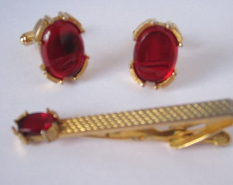 50% off Vintage SWANK red cuff links and tie clip set 1970's ** coupon code :  TVA17ET501