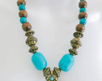 New Womens' Blue Beaded Necklace