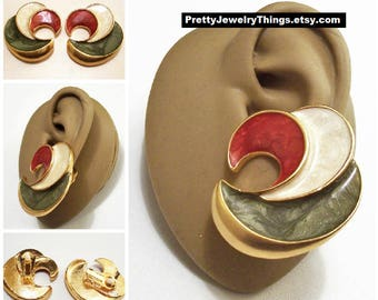 Avon Earthtone Red White Green Swirl Clip On Earrings Gold Tone Vintage 1991 Marbled Pearl Enamel Curled Waves White Pads Large Discs