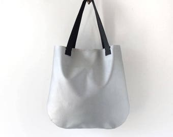 Silver tote bag, silver leather tote, minimalist bag, metallic tote bag, vegan leather tote, shopper tote, everyday work tote, laptop bag