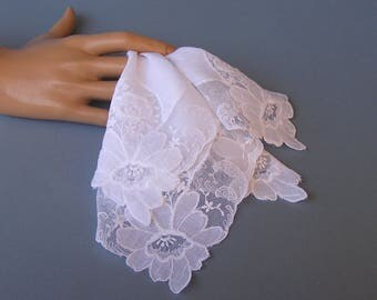 Lovely Lace Wedding Hanky . Vintage Tambour Lace Handkerchief . White Floral Lace Bride's Hanky . Embroidery & Applique Net Lace Hanky
