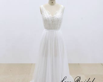 Lace Wedding Dress Bridal Gown with Chiffon Underlay for Skirt Sleevelss V-back Light Wedding Dress with Tulle Skirt