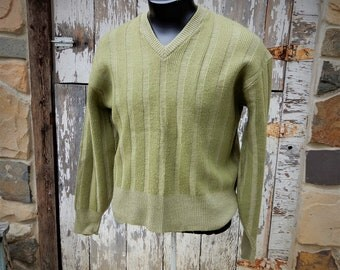 Great Looking 1960's to 70's Vtg Brentwood Sportswear Olive Green Horizontally Ribbed Merino Wool LS Pullover Sweater sz M