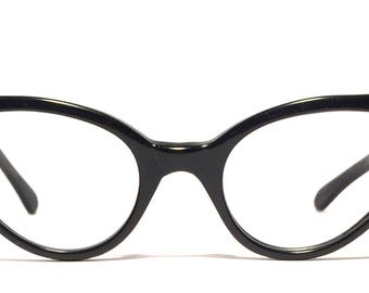 Vintage eyewear. Cat eye style. Made in England. 1950's. Gloss black. Excellent quality and condition! Very cool. Hip Rockabilly Women.