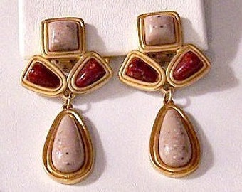 Avon Red Beige Speckled Clip On Earrings Satin Gold Tone Vintage Desert Sands Ribbed Rimmed Edges Square Teardrop Dangles