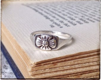 STERLING SILVER flower ring, delicate and dainty flower ring, tiny stone ring, romantic gift, botanical jewelry, unique, simple, hippie