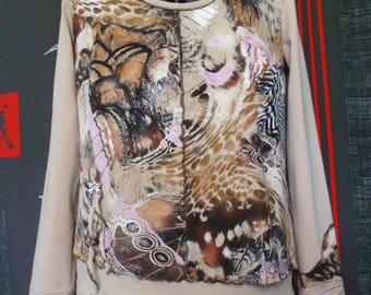 "Ecru jersey long sleeve top with ""safari"" pattern"
