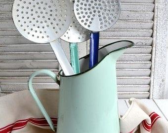 Support d'ustensile de mer Vintage émail vert pichet Français Enamelware métal rustique cruche