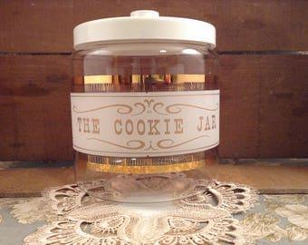 """Vintage Pyrex """"The Cookie Jar"""" with Lid"""