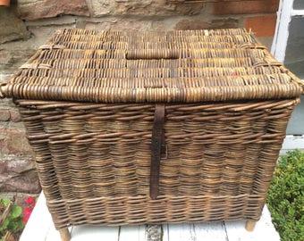 A 1930s Fishing Kreel/Basket in good original condition.