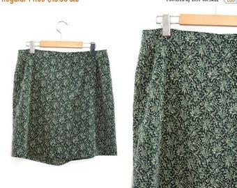 On sale Vintage skirt shorts. Floral print skirt. Flowered. Green skirt. High waist skirt. Summer skirt. Size 12.
