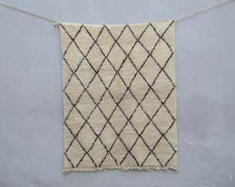 Lozenge berber moroccan rug  Authentic  Moroccan  Rug Wool  azilal Moroccan rug Kilim