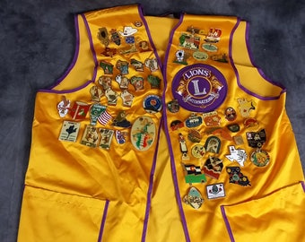 Vintage Lions Club International Albany Wisconsin Vest with 23 Pins