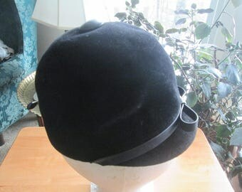 Vintage soft imported fur blend equestrian hat union made in USA from imported velour fur. Extra high brim equestrian hat w leather trim