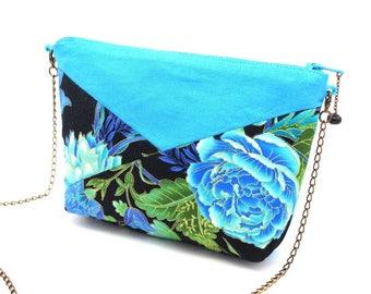 Trousse bleu turquoise agrémentée de tissu noir à fleurs bleues