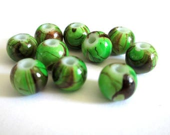 10 green beads, Brown painted glass 8mm (A-10)