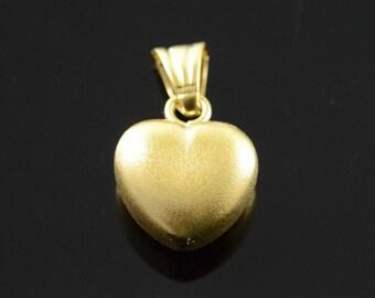 18k Hollow Heart Textured Pendant Gold