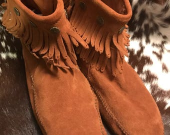 Vintage Minnetonka moccasin sz 11/ankle boots/ankle booties/Minnetonka boots brown suede/fringe/hippie/native American/BoHo