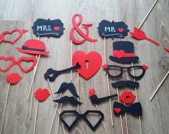 """Accessories photobooth x 21 """"Mr & Mrs"""" in red and black"""