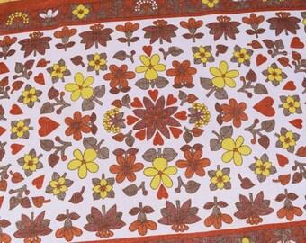 Vintage Tea Towel. 70s flowers design. Retro Kitchen cloth