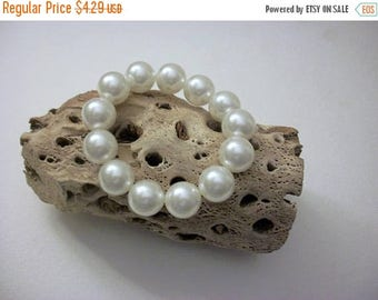 ON SALE Vintage Faux Pearls Stretch Bracelet 32017