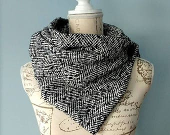 Button Scarf, Infinity Scarf, Warm Scarf, Double Scarf, White and Black, Fashion Scarf