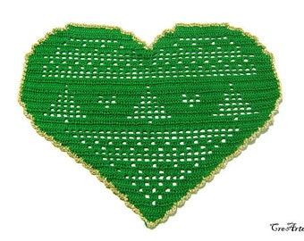 Green Christmas crochet heart doily, Christmas table decorations, centrino verde a cuore per Natale