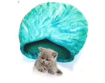 Jade Fantasy Wool, Needle Felted Cat Cave