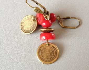 Earrings short, Bohemian, coral and bronze metal piece, creating Leamorphoses.