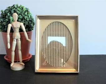 Vintage 5 x 7 Gold Tone Metal Shadowbox Photo Frame - Oval Opening