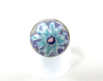 Petite bague printemps fleur bleue et violette