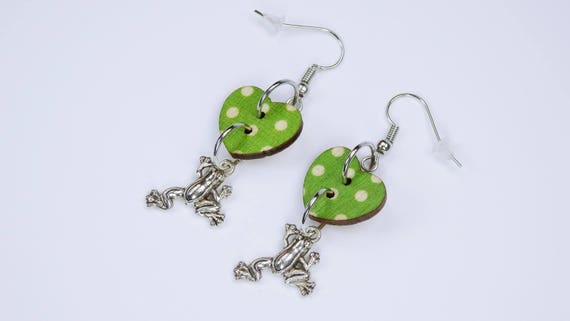 Earrings frogs and heart hearts in green with white dots on silvery earrings wooden pendant earrings Jewelry Valentine's Day frog