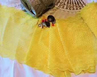 Dentelle bordure brodée extensible calais sur tulle large jaune poussin