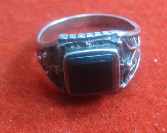 R- 8 Beautiful  Vintage Ring   925 silver size 11