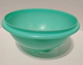 Vintage Tupperware jadeite green colander
