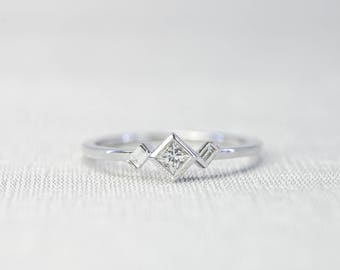 Princess cut Diamond Engagement Ring with Baguette cut side diamonds in 14K/18K solid gold/Platinum.