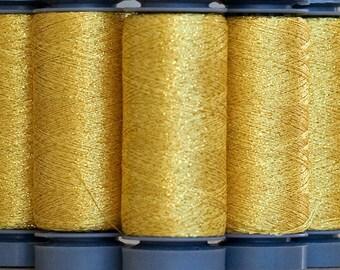 Brillo 739 jaune d'or - fil lamé aspect métallisé - bobine 200m Aurifil