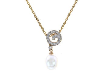 8.2mm Fresh Water Pearl 0.08 Carat Diamond Accent Pendant 10K Yellow Gold