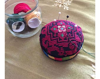 Cross stitch pin and needle cushion
